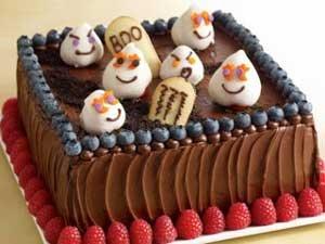 re-graveyard-cake.jpg